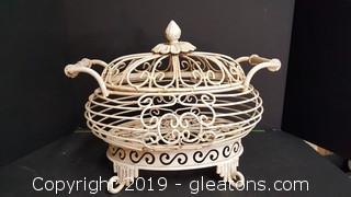 """Metal """"Vintage Look"""" Footed Wire Basket/Decorative"""