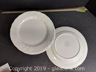 "Set Of 4 Mikasa Plates ""Renaissance White"""