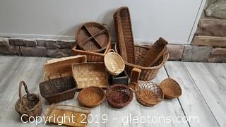 Large Lot Of Vintage All Sizes Baskets