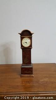 Diane Johnson Intrs Quartz Table Top Decorative Mantle Clock