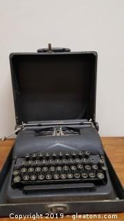 Vintage Type Writer With Case Standard L.C. Smith Corona)
