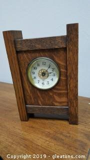 Vintage Table/Mantel Clock Wooden/Wind Up/ 8 Day China