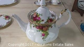 OLD COUNTRY ROSE TEA POT